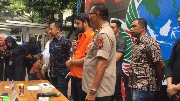 Selagi tangannya diborgol, Rio Reifan mengungkap penyesalannya di hadapan awak media, Jumat (16/8/2019).