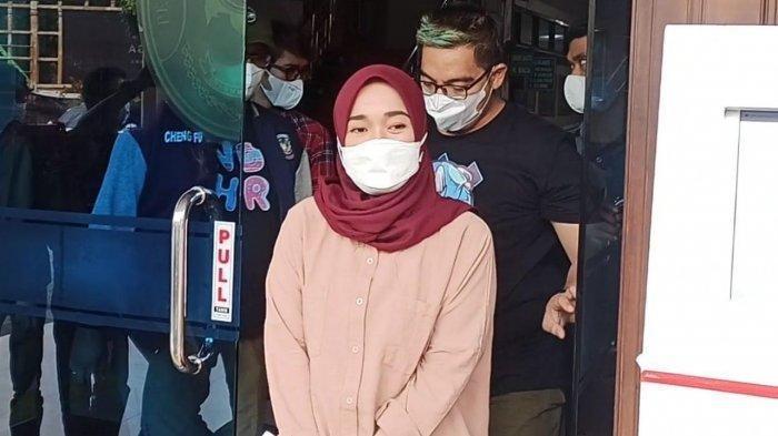 Ririe Fairus saat menghadiri sidang perceraiannya dengan Ayus Sabyan di Pengadilan Agama Jakarta Utara, Rabu (24/3/2021).