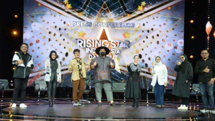 Para dewan juri dan tim produksi ajang Rising Star Indonesia Dangdut usai menggelar jumpa pers di kawasan MNC Studios, Kebon Jeruk Jakarta Barat, Selasa (27/4/2021).
