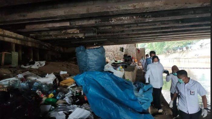 Hari Pertama Kerja, Risma Blusukan ke Warga Kawasan Sungai Ciliwung: Saya Carikan Rumah