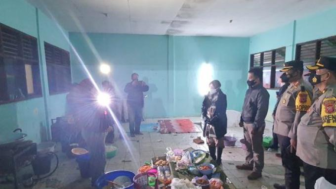 Tinjau Lokasi Banjir di Indramayu, Mensos Risma Pantau Kesiapan Dapur Umum