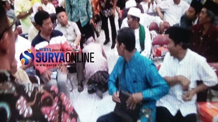Wali Kota Surabaya Risma Tiba-tiba Sujud & Minta Maaf kepada Takmir Masjid 'Apa Salah Kami?'