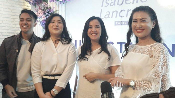 Dokter Spesialis Kulit dan Kelamin Rita Maria, Andi Soraya, MUA Iwwan Harroen di acara peluncuran  Ilsactivine Falsh Lift di Jakarta Selatan, Kamis (5/12/2019).
