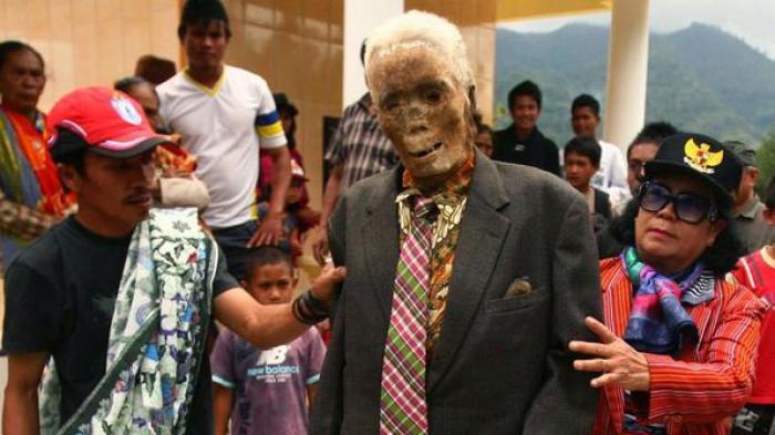 Mayat Berjalan dan Ritual Manene di Toraja - Tribunnews.com Mobile