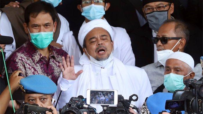 Habib Rizieq Shihab mendatangi Polda Metro Jaya, Jakarta Selatan, Sabtu (12/12/2020) pagi. Habib Rizieq tiba di depan Gedung Direktorat Reserse Kriminal Umum Polda Metro Jaya pada pukul 10.20 WIB.