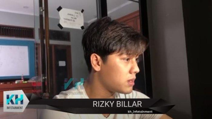 Rizky Billar saat dijumpai oleh awak media dikediamannya