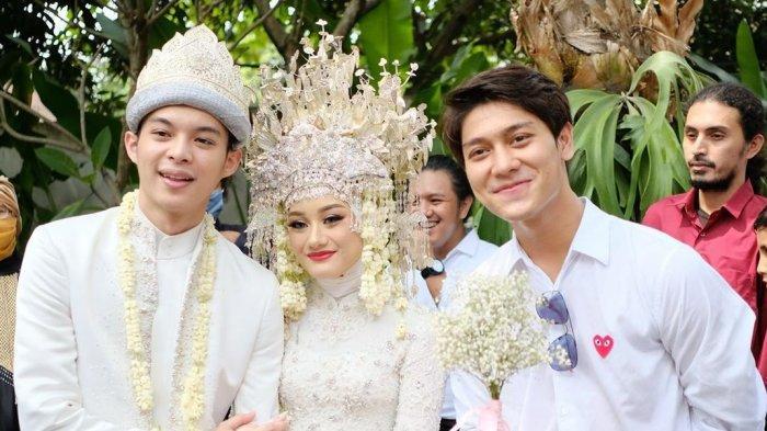 Rizky Billar saat hadir ke pernikahan Dinda Hauw dan Rey Mbayang.