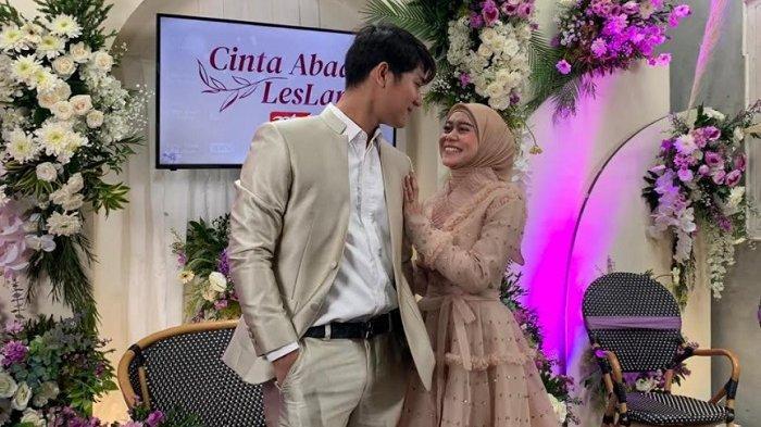 Rizky Billar dan Lesty Kejora usai jumpa pers pengumuman program Cinta Abadi Leslar di kawasan Kebayoran Baru, Rabu (23/6/2021).