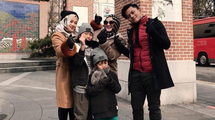 Rizky Febian dan keluarga