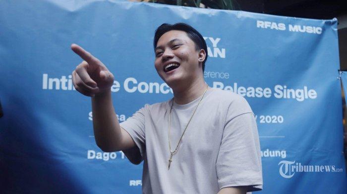Penyanyi Rizky Febian menggelar jumpa pers terkait rencana penyelenggaraan intimate concert (konser intim) dan peluncuran single terbaru, di M Bloc Space, Jakarta Selatan, Jumat (7/2/2020). Rizky Febian yang saat ini memiliki label dan manajemen artis sendiri yang dinamakan RFAS Music, berencana mengadakan konser intim dan peluncuran single terbaru berjudul Tak Lagi Sama pada Selasa (25/2/2020) di Dago Tea House, Bandung. Tribunnews/Herudin