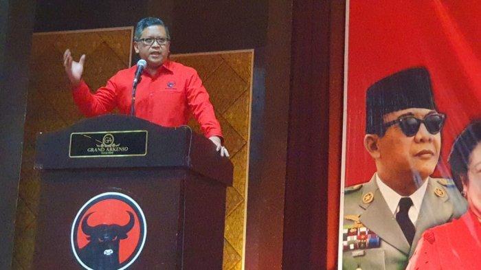 Sekjen PDI Perjuangan Hasto Kristiyanto memberikan pengarahan pada 'Workshop Fraksi PDI Perjuangan DPRD Provinsi/Kabupaten/Kota' di Semarang, Jawa Tengah, Selasa (19/11/2019).
