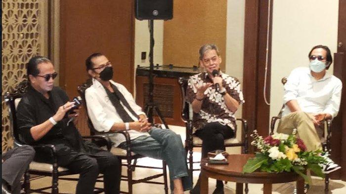 Fariz RM dan rekan-rekannya saat konferensi pers, konser all legends, di Hutan Kota by Plataran, GBK, Jakarta Pusat