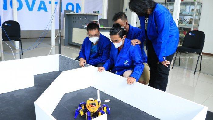 Robot Damkar Otonom Berkaki Tingkat Buatan Mahasiswa UEU Curi Perhatian di Kontes KRI 2021