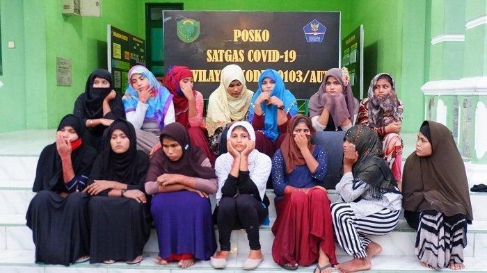14 wanita imigran Rohingya, korban penyeludupan diamankan di Makodim Aceh Utara setelah digagalkan oleh personel Kodim setempat dari Kamp Penampungan BLK Kandang Lhokseumawe, Jumat (20/11/2020)