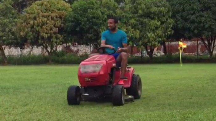 Rohit Chand Isi Libur Kompetisi Bantu Potong Rumput di Mes Persija Jakarta