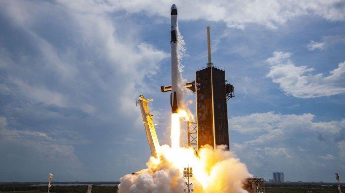 Menang Undian, SpaceX Bawa Empat Penumpang Carteran Pertamanya ke Antariksa