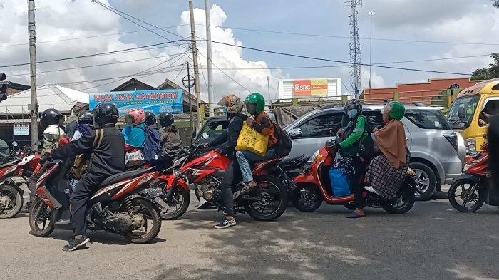 Jelang Pelarangan Mudik, Rombongan Pemudik Bermotor Penuhi Jalanan Jalur Pantura Indramayu