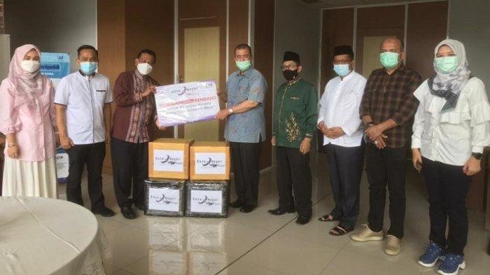 Wagub Sumbar Nasrul Abit Bawa Rp 600 Juta dan 100 Kg Rendang untuk Korban Gempa di Mamuju