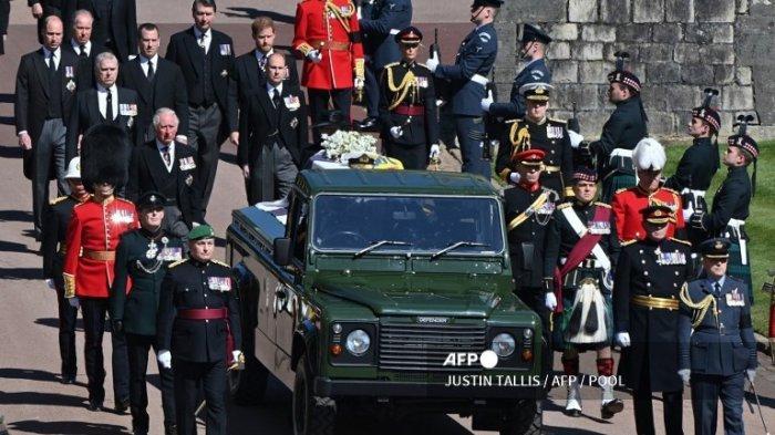 Wanita Tanpa Pakaian Lengkap Ganggu Pemakaman Pangeran Philip, Teriakkan Selamatkan Planet