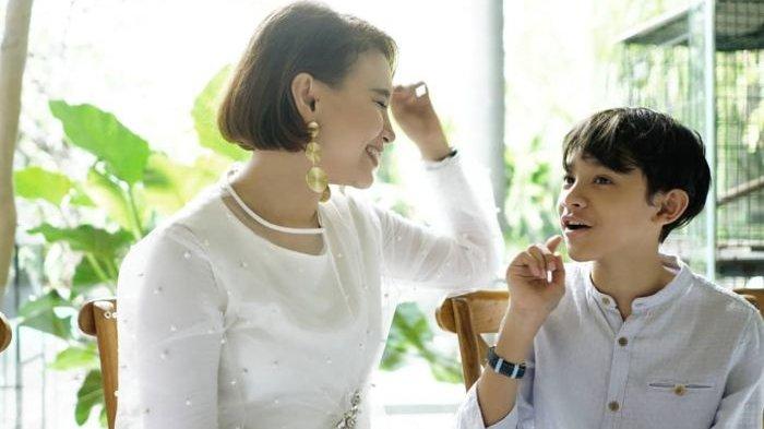 Rossa Nikmati Momen Idul Fitri Bersama Sang Putra di Tengah Pandemi