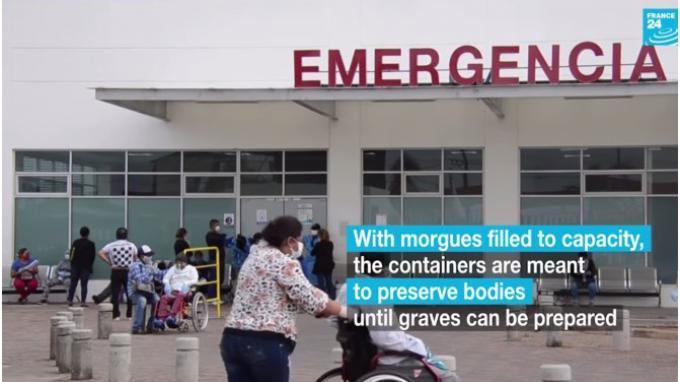 Jenazah korban Covid-19 di Ekuador disimpan di rumah, atau dikubur di ladang. Bahkan ada yang disimpan di tempat pendingin. Foto kontainer raksasa berpendingin berada di luar rumah sakit umum di kota muncul pada minggu ini. Pemerintah mengonfirmasi ada tiga kontainer yang digunakan untuk menyimpan mayat sampai pemakaman dapat disiapkan. Lebih lanjut, pelayanan kesehatan, pemakaman, dan rumah duka di Ekuador terlalu padat. (Tangkap Layar YouTube France24)