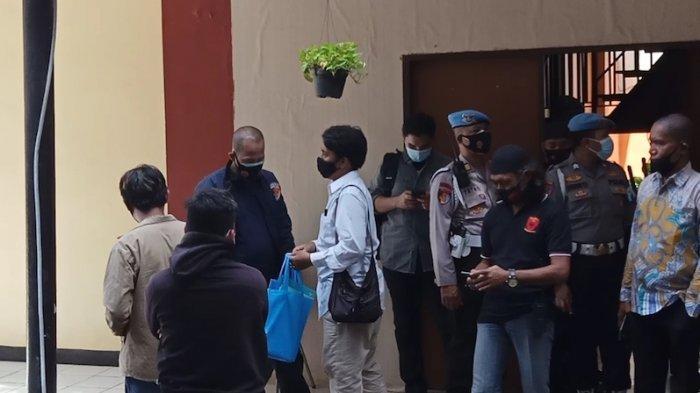 Kuasa Hukum Kembali Ditolak Pulangkan 6 Jenazah Simpatisan Rizieq Shihab di RS Polri