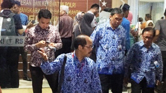 Hingga Tengah Malam, Keluarga Penumpang Pesawat Lion Air JT 610 Terus Datangi RS Polri