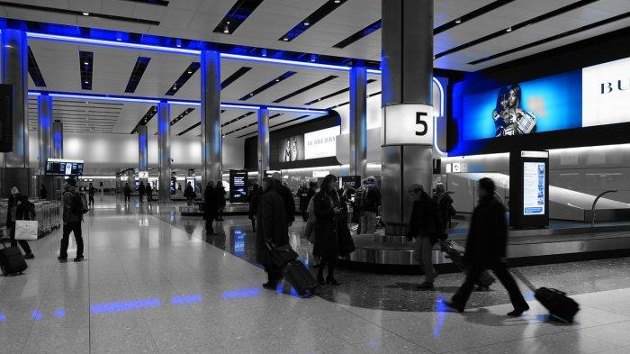 Viral di Medsos, Aksi Heroik Seorang Pemuda Atasi Masalah Bagasi Ibu Tiga Anak saat di Bandara