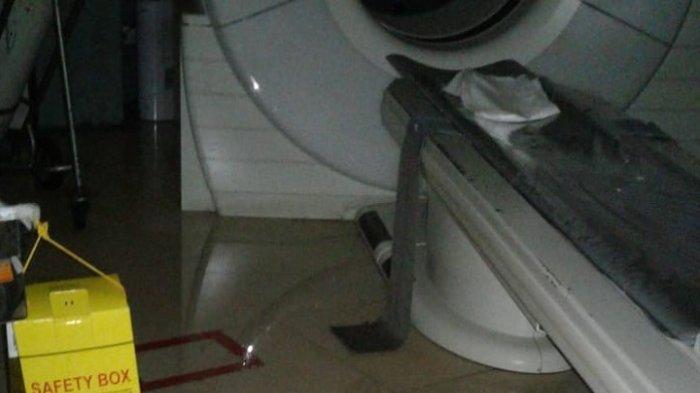 Berita Foto: RSCM Kebanjiran, Alat Radiologi dan Radioterapi Sempat Terendam