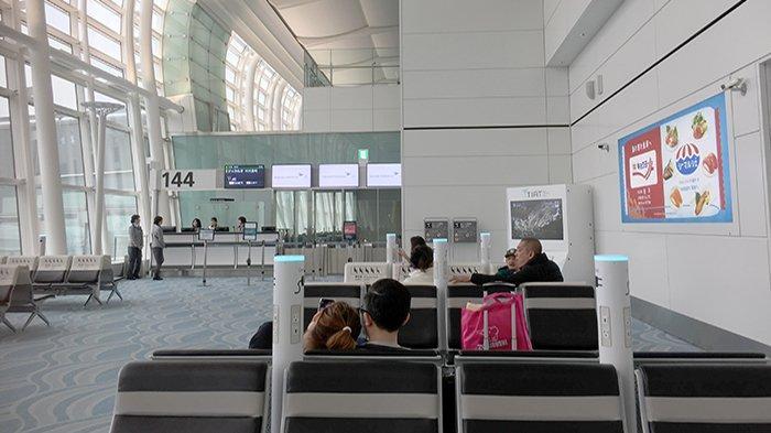 Bagian ruang tunggu sebelum masuk pesawat di Bandara Haneda, Jepang.