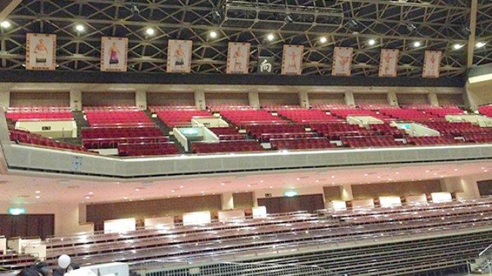 Ruangan pertandingan sumo di Ryogoku-kan Tokyo.