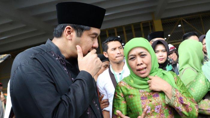 Maruarar Sirait berbincang dengan Ketua Muslimat NU, Khofifah Indar Parawansa, dalam acara Muslimat NU di Jakarta.