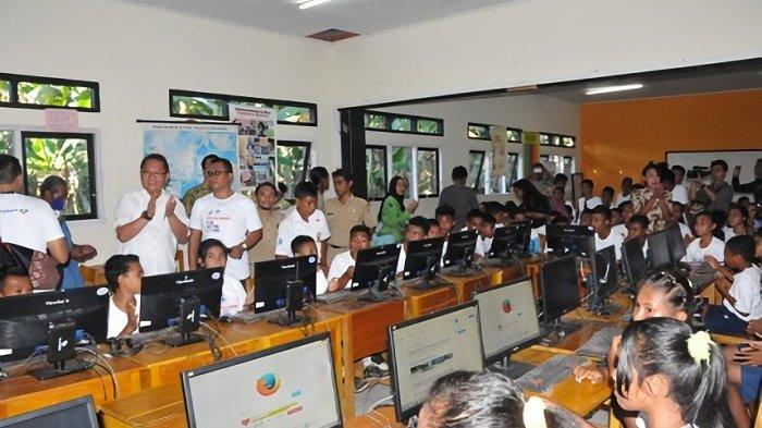 Menkominfo Kunjungi Lokasi Akses Internet Di SMP Negeri 5 Pulau Morotai