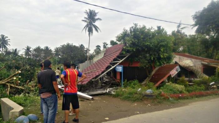 Angin Puting Beliung Rusak Desa Kelambir