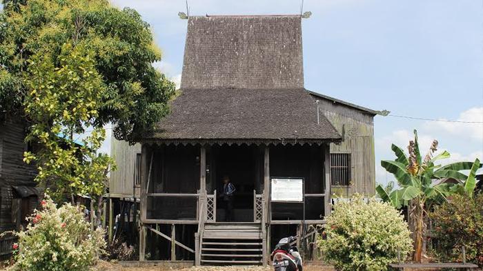 Daftar Nama Pakaian dan Rumah Adat di Indonesia, Beserta Asal Daerahnya