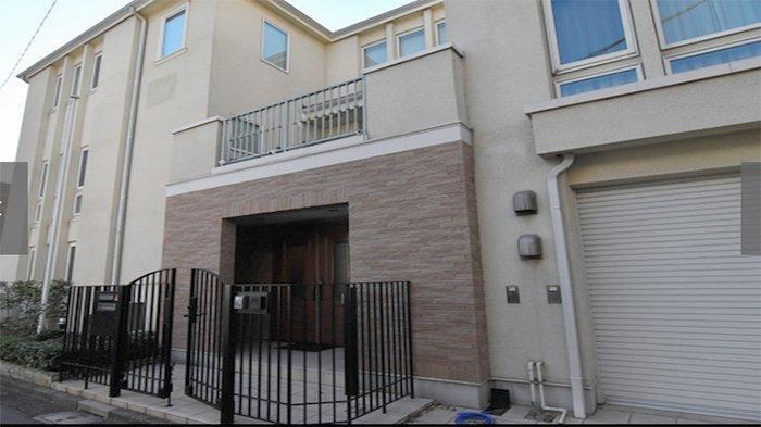 Rumah Carlos Ghosn di Minatoku Tokyo yang digeledah pihak kejaksaan Jepang, Kamis (2/1/2020).