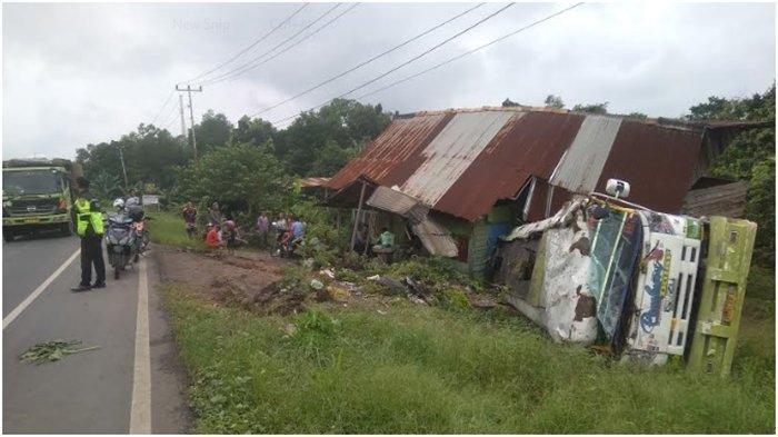Dikira Gempa, Ternyata Rumah Pria 54 Tahun Ini Ditabrak Truk Bermuatan Minyak Sawit