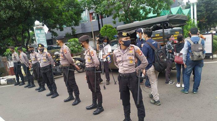 Antisipasi Kerumunan Massa, Rumah Duka Syekh Ali Jaber Dijaga Ketat Personel Gabungan TNI-Polri