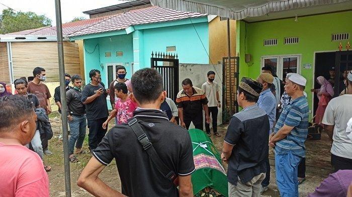 Rumah duka Rio Pambudi di Jalan Tanjung Buruk, Macan Lindungan Palembang yang diramaikan pelayat yang datang, Minggu (19/7/2020)