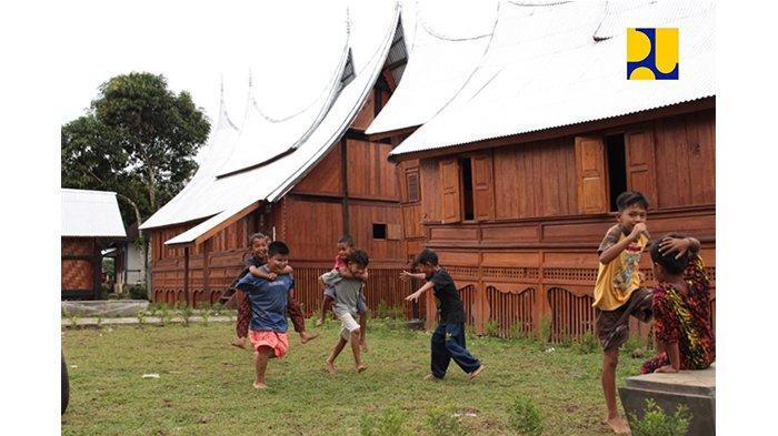 Rumah gadang di menara songket Kawasan Saribu Rumah Gadang