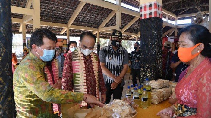 Wamendes Kenalkan Wisata Produk Desa Rumah Keong di Klungkung