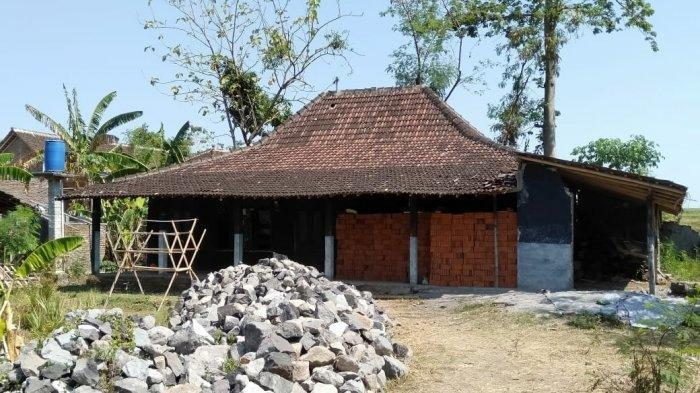 Rumah kontrakan terduga teroris yang berada di Dusun Jatiarum, RT 02 RW 11, Desa Mranggen, Kecamatan Polokarto, Sukoharjo, Senin (18/11/2019). TribunSolo.com/Agil Tri