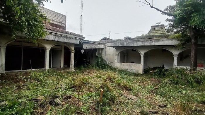 Kondisi rumah kosong yang diduga menjadi sarang ular piton beberapa ekor di Jalan Kahuripan Barat II, Kelurahan Sumber, Kecamatan Banjarsari, Kota Solo, Sabtu (30/1/2021).