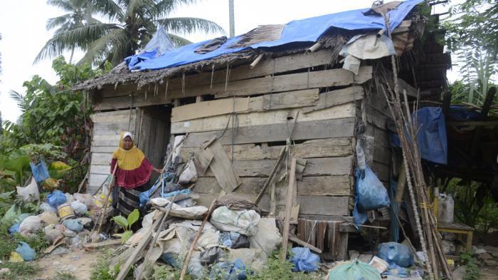 Janda Tua Sebatang Kara Dibiarkan Hidup Dalam Gubuk Selama Belasan Tahun
