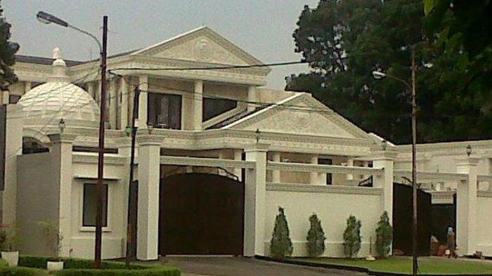 Rumah mewah milik pasangan Anang Hermansyah dan Ashanty di kawasan Cinere, Depok, Jawa Barat.