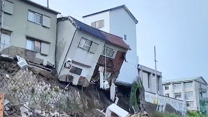4 Rumah di Tepi Tebing Osaka Jepang Runtuh Terdampak Proses Pembangunan Fasilitas Lansia