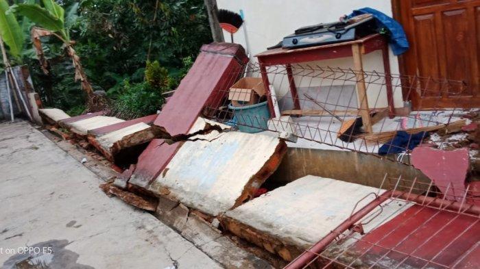 Sejumlah rumah di Sukabumi runtuh akibat gempa, Selasa (10/3/2020).