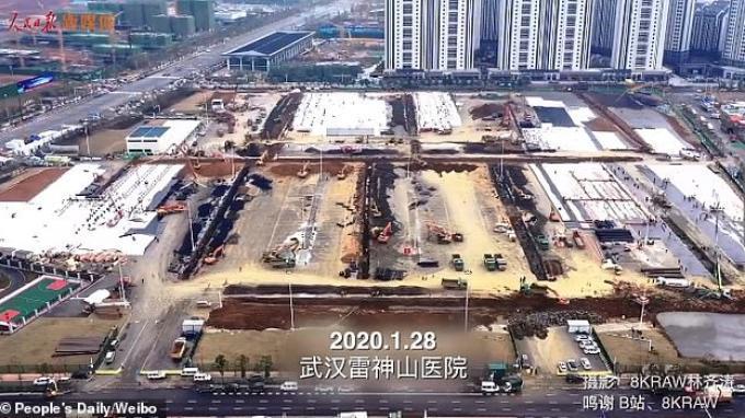 Rekaman tren yang dirilis oleh media pemerintah China People's Daily menunjukkan pekerjaan konstruksi berjalan lancar di situs Rumah Sakit Leishenshan, rumah sakit coronavirus kedua di Wuhan.