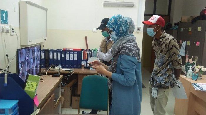 Rumah Sakit Umum Kota Tangsel Pakai Sinar Ultraviolet untuk Sterilisasi Surat Suara Pasien Covid
