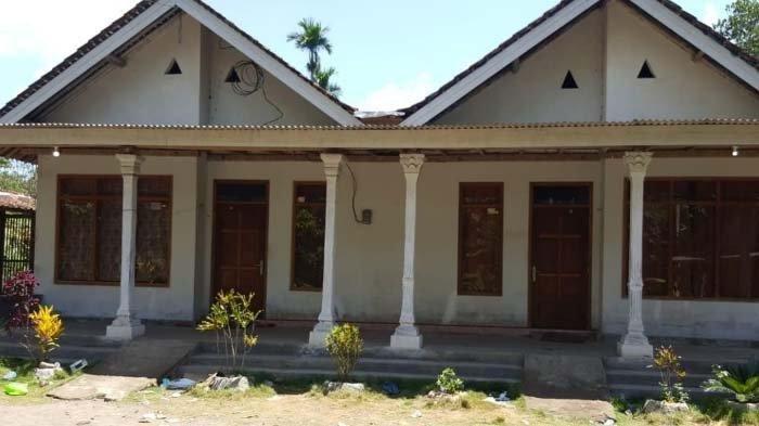 Rumah Surono di Dusun Juroju Desa Sumbersalak, Kecamatan Ledokmbo masih kosong paska penggalian musala di dapur rumah tersebut, Senin (4/11/2019).